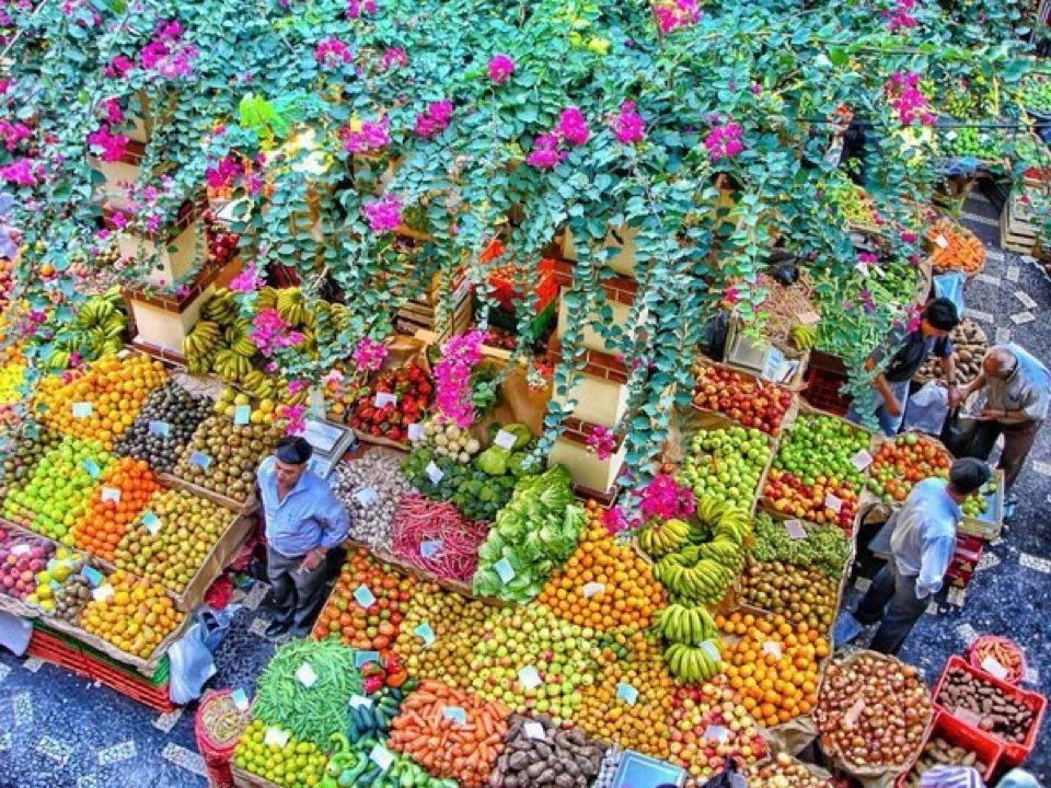 Mercado dos Lavradores no Funchal, Ilha da Madeira, Portugal.