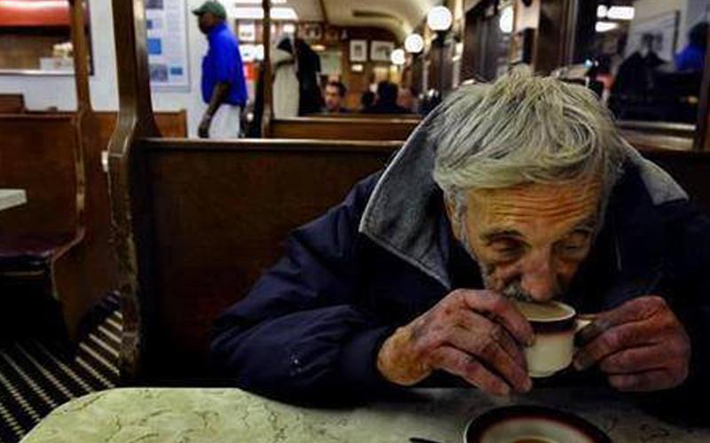 cafes-suspensos-um-exemplo-de-solidariedade-desinteressada