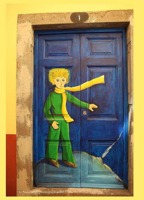 Quando portas transformam se em galerias de arte a céu aberto