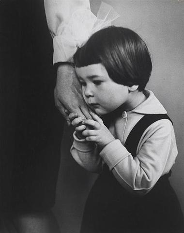 antanas-sutkus-the-mothers-hand-vilnius-1966