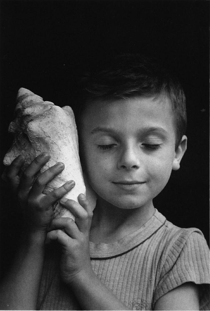 menino com concha
