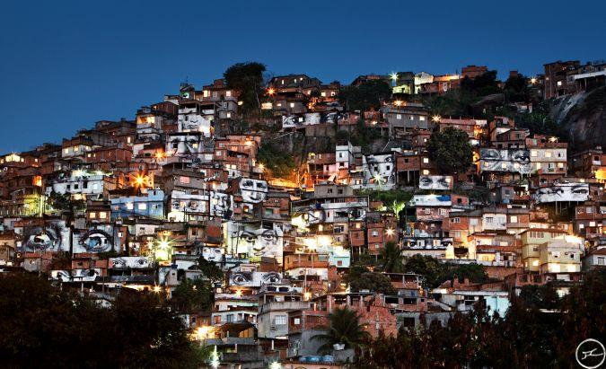 28_millimetres_-_women_are_heroes_action_dans_la_favela_morro_da_providencia_favela_de_nuit_rio_de_janeiro_bresil_2008