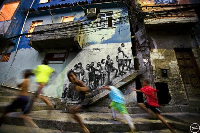 28_millimetres_-_women_are_heroes_action_dans_la_favela_morro_da_providencia_kids_rio_de_janeiro_bresil_2008