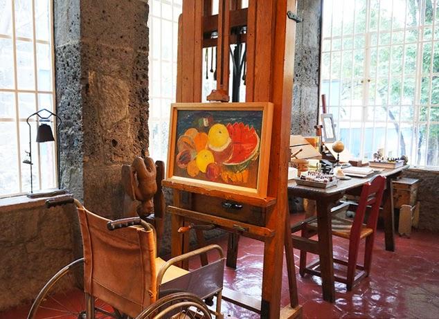 frida-kahlos-khalos-studio-in-her-house-la-casa-azul-coyoacan-mexico-city-c2a9barbi-reed-cdsc03312