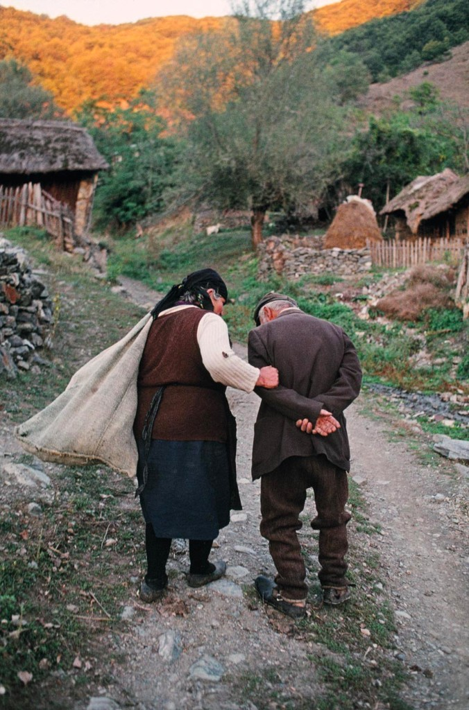 A husband and wife return home after working in their corn fields, Gostivar, Macedonia, 1989, YUGOSLAVIA-10057