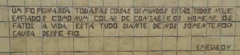 Frase em um dos muros da Oficina Brennand, no Recife