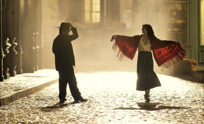 """Cena do filme """"Modigliani - Paixão pela vida""""."""
