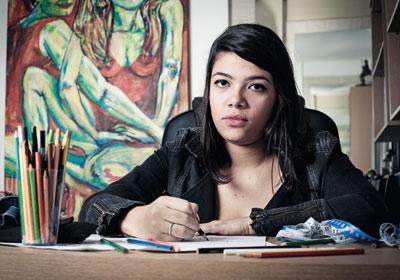 SENSIBILIDADE A estudante de artes Chanel Rodrigues, de 18 anos, faz desenhos em casa, no Rio. Ela entrou em depressão nos anos em que estudou em um colégio tradicional
