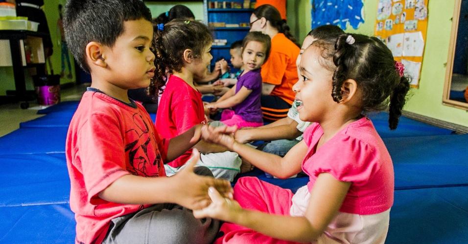 cei-lar-de-criancas-ananda-marga-tem-aula-de-yoga-na-zona-norte-de-sp-1367963360351_956x500