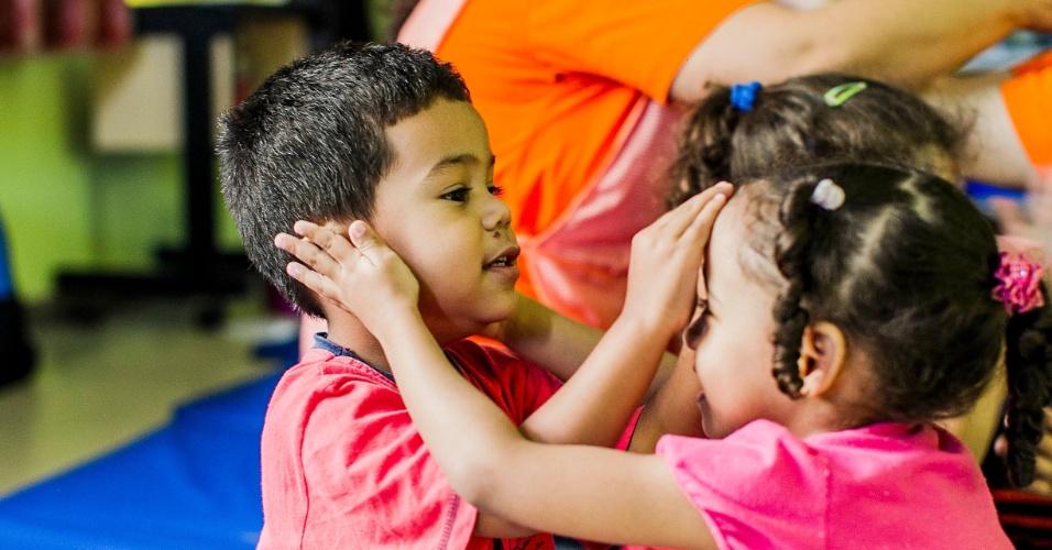 cei-lar-de-criancas-ananda-marga-tem-aula-de-yoga-na-zona-norte-de-sp-1367963365380_956x500