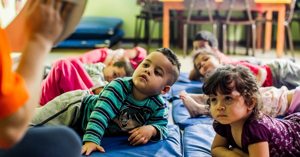 cei-lar-de-criancas-ananda-marga-tem-aula-de-yoga-na-zona-norte-de-sp-1367963409419_956x500