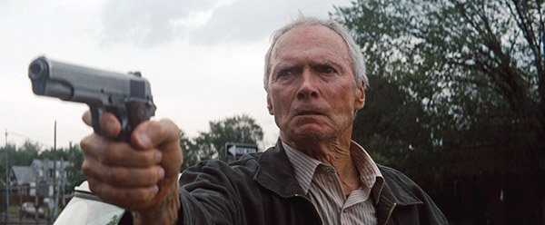 07_Clint_Eastwood_em_optimo_momento_interpretando_Walt_o_veterano_de_guerra_07