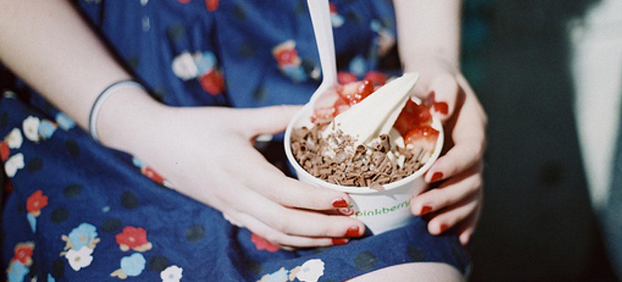 menina-tomando-iogurte