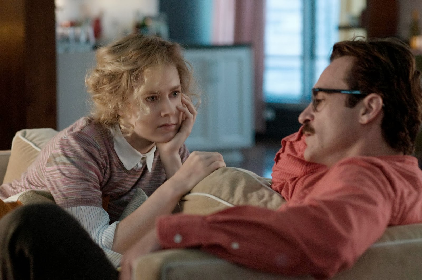 still-of-joaquin-phoenix-and-amy-adams-in-her-(2013)-large-picture