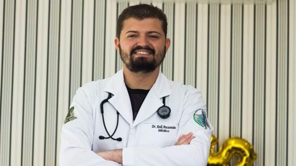 A história do jovem com autismo que se formou em medicina