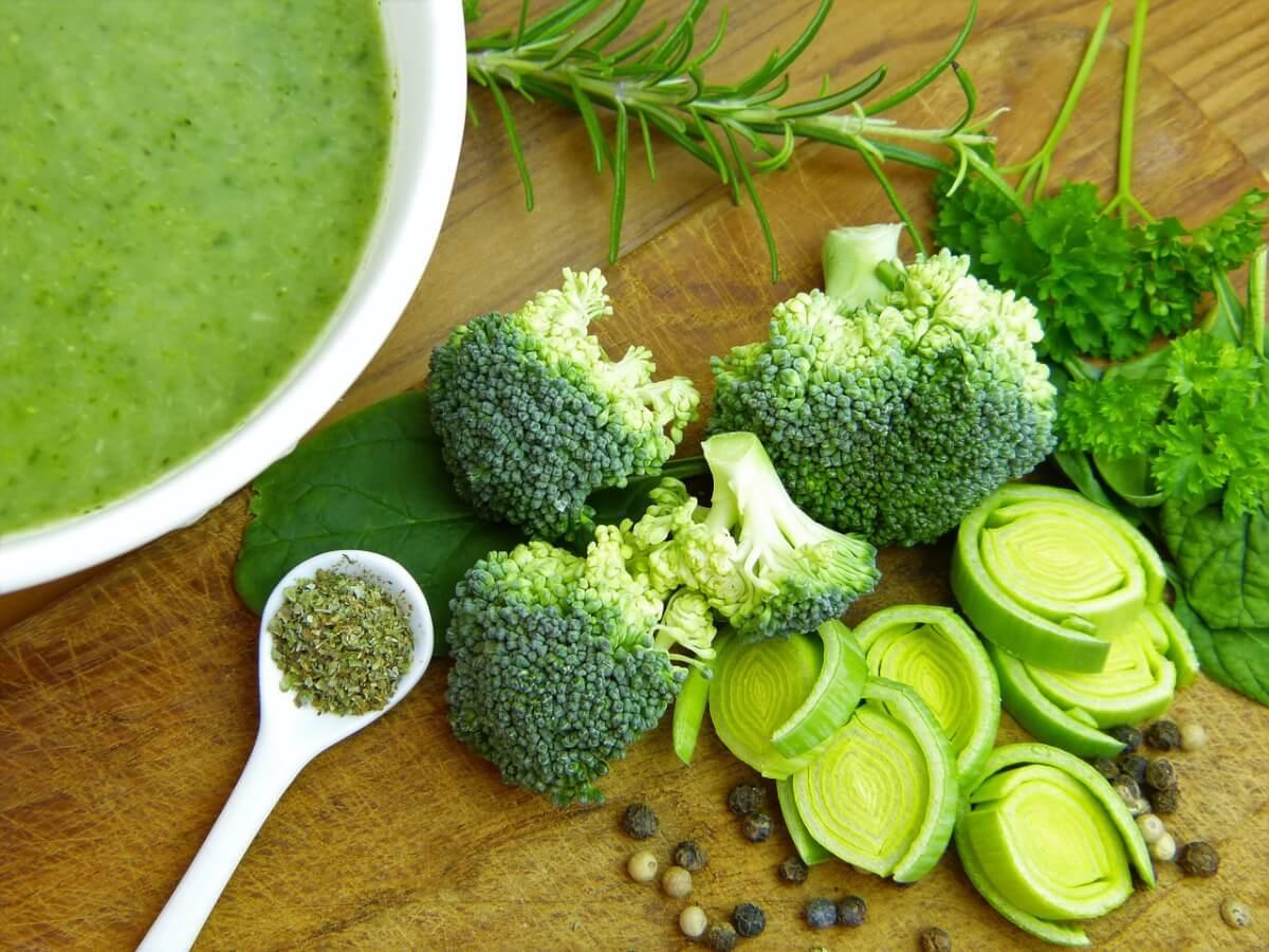 Resultado de imagem para Brócolis contém substâncias que previnem câncer e ajudam pacientes em quimioterapia