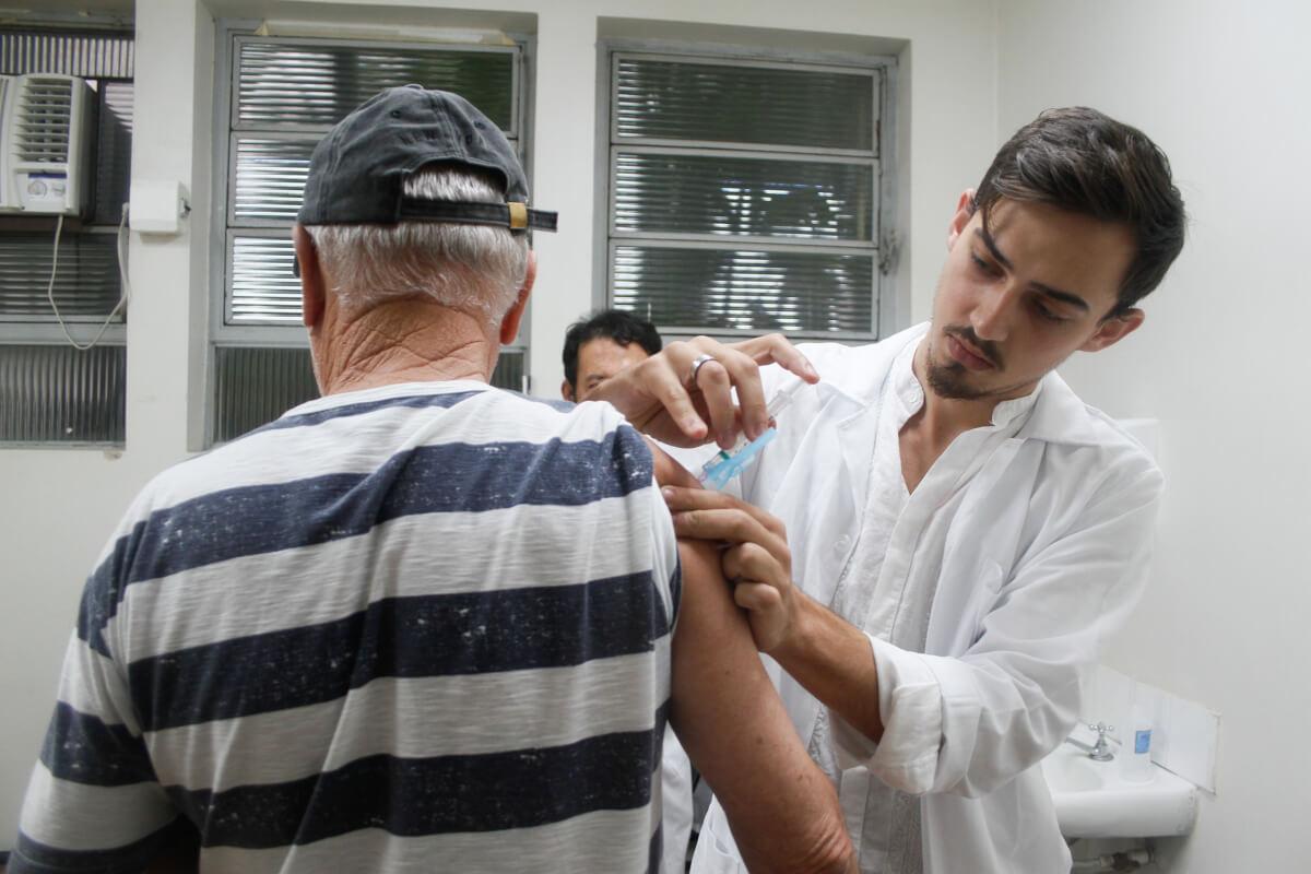 Resultado de imagem para Vacinação contra a gripe no SUS está aberta a toda a população conti outra