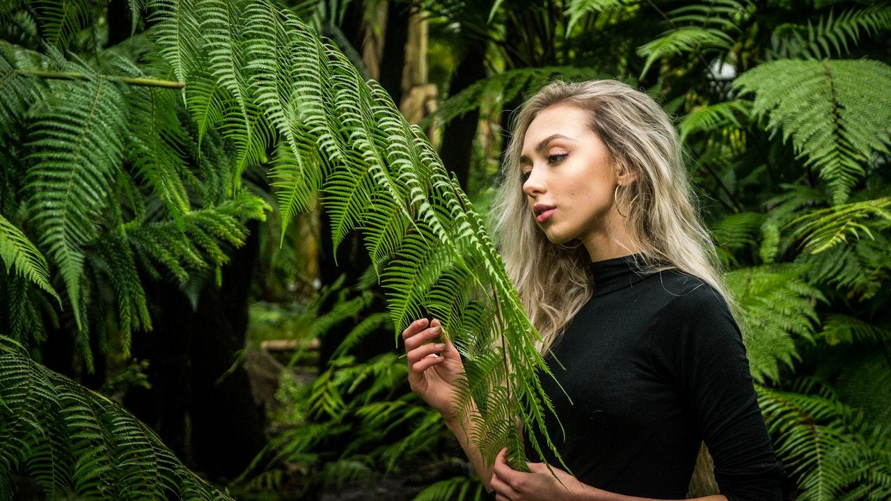 """Resultado de imagem para Mulheres que vivem rodeadas de plantas vivem mais, diz a ciência"""""""