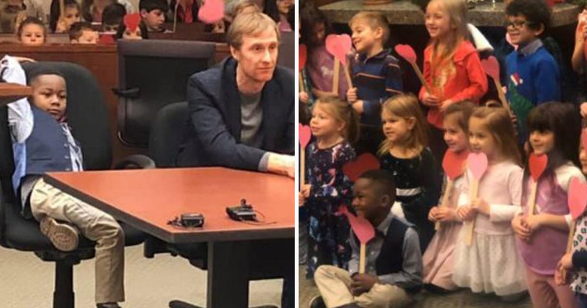 Resultado de imagem para Menino de 5 anos leva amiguinhos da escola à sua audiência de adoção